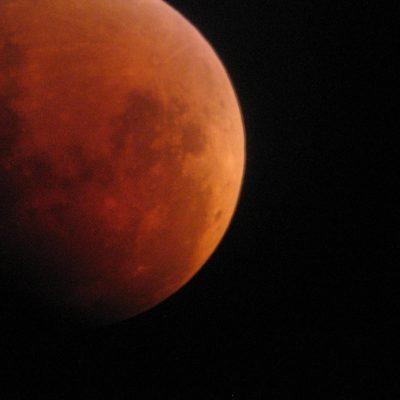 Lunar eclipse by Kevin Quigg