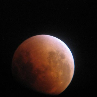 Supermoon Lunar Eclipse of 28th September 2015 by Kevin Quigg