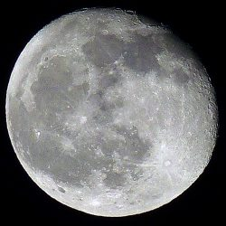 Superzoom camera Moon, by Peter Truscott